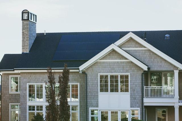 Monatsinformation Mai 2021 zum Thema Einkommensteuer beschäftigt sich mit der steuerlichen Behandlung von Photovoltaik.